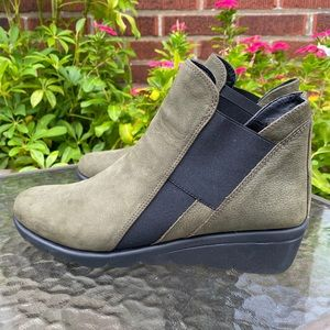 The FLEXX Women's Jump Ankle Boot Green Suede